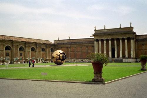 Cortile del Belvedere, joya renacentista en el Vaticano
